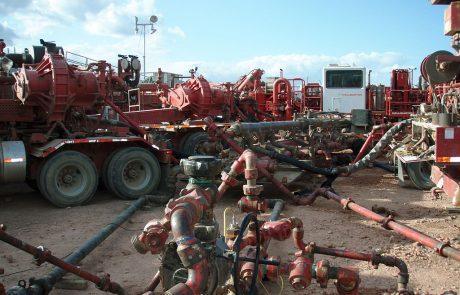 Halliburton braces for profits slump with job cuts