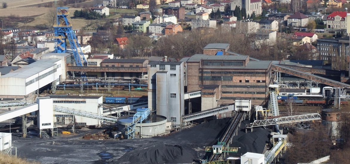 Outgoing Polish MPs to drive through pro-coal law