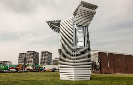 Poles fit Dutch pollution 'vacuum'