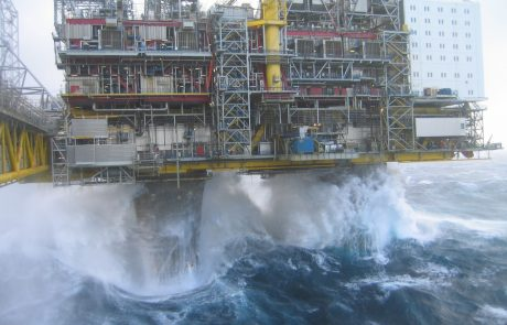 UK cuts cost of North Sea rig decommissioning