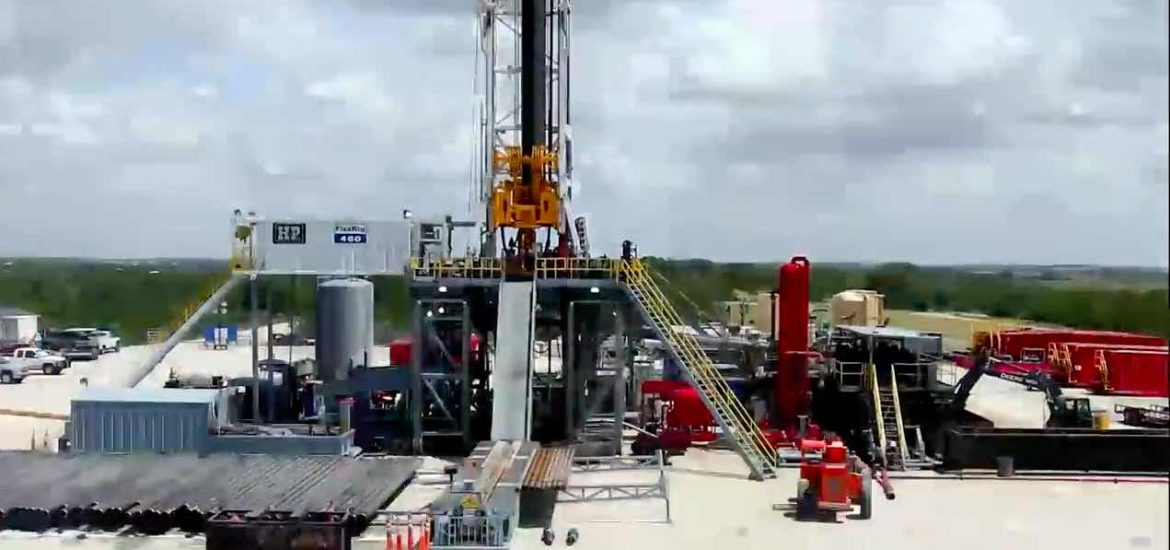Texan fracking rigs close as oil price falls