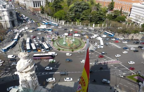 Madrid protests against moves to shelve car ban